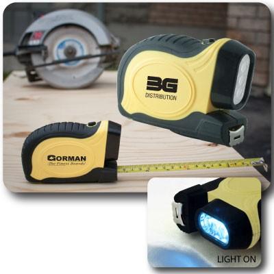 Ruban à mesurer avec lampe torche